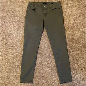 Kensie Knockout Skinny Midrise pants.
